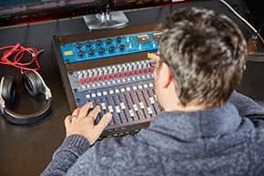 Elektronikversicherung - Arbeit im Tonstudio