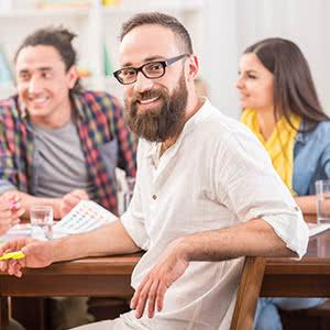 Produkthaftpflichtversicherung - Zufriedener Mitarbeiter