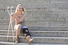Unfallversicherung - Frau nach Unfall