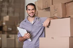 Warenkreditversicherung - Zufriedener Händler im Lager