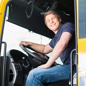 LKW Versicherung - Fahrer am Steuer