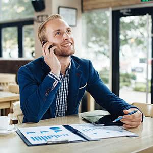 IPO Versicherung - Glücklicher Geschäftsmann