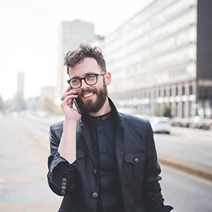 Betriebsunterbrechungsversicherung - zufriedener Geschäftsmann