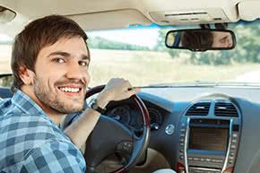 Verkehrshaftpflichtversicherung - glücklicher Autofahrer