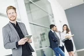 Vermögensschadenhaftpflichtversicherung - Zufriedener Geschäftsmann