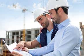 Bauherrenhaftpflichtversicherung - Architekt und Bauherr besprechen Details