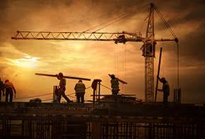 Bauleistungsversicherung - Arbeiter auf der Baustelle
