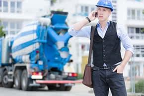 Betriebshaftpflichtversicherung Baumeister – Baumeister auf der Baustelle