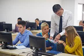 Berufshaftpflichtversicherung Dozent – Dozent im Unterricht