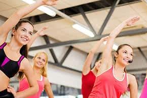 Betriebshaftpflichtversicherung Gymnastiklehrer – Frauen beim Sport