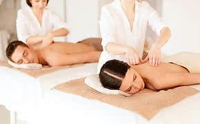 Berufshaftpflichtversicherung Masseur – Paar bei der Massage