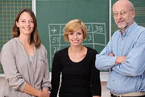 Berufshaftpflichtversicherung Pädagogen - 3 Lehrer in der Schule