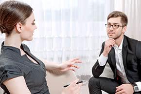 Berufshaftpflichtversicherung Psychotherapeut – Psychotherapeut mit Patientin